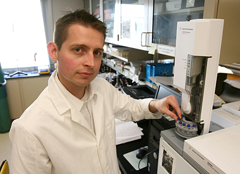 Dr. Jared Anderson loaded an autosampler to generate calibration curves on a gas chromatograph.