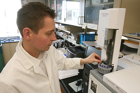 Dr. Jared Anderson, associate professor of chemistry, loaded an autosampler to generate calibration curves on a gas chromatograph. Since joining UT in 2005, he has received more than $850,000 in external funding for his work.