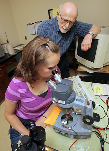 UT doctoral student Cathy Mingee observed paramecia to see if they respond to reward and punishment. She and Dr. Harvey Armus are studying the protozoans to see if they are trainable.