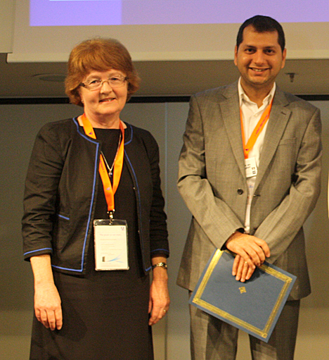 Dr. Mithun Khattar received The Journal of Immunology Young Investigator Award from Dr. Kaylene Kenyon, publication director at the editorial office of the American Association of Immunology.