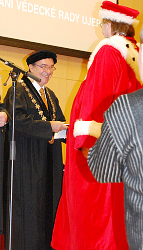 Dr. Ioan Marinescu, left, received an honorary doctoral degree from University of Jana Evangelisty Purkyně President René Wokoun.