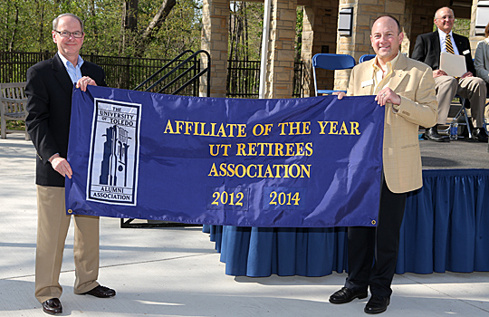 Jim Lapp, president of the UT Retirees Association, left, accepted the banner proclaiming the group as the UT Alumni Association's Affiliate of the Year from David Dobrzykowski, president of the UT Alumni Association.