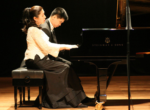 Helen Sim and Ning-Wu Du will present a recital Sunday, Jan. 25, at UT.