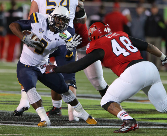 Toledo running back Kareem Hunt scored five touchdowns and raced for 271 yards to set new GoDaddy Bowl records in the Rockets' win.