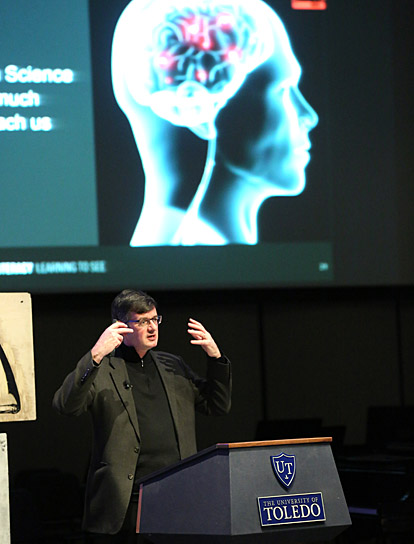 Dr. Brian Kennedy talked about how the brain processes visual information during the Jesup Scott Honors College Distinguished Lecture.