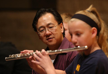 Tse watches flute players