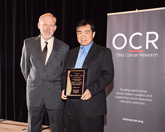 Dr. Song-Tao Liu received the Ohio Cancer Research Discover Award from Dr. John David Dignam, a past recipient of the honor.