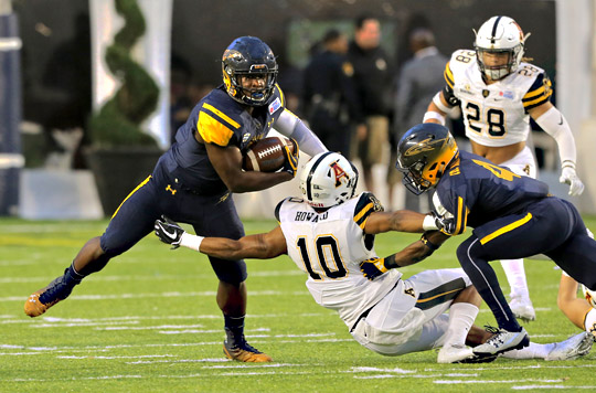 Senior Kareem Hunt led the rushing attack with 120 yards, giving him 4,945 career rushing yards, which breaks the all-time record at Toledo previously held by Chester Taylor.